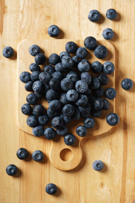 Blueberries: Look for fully ripe berries with a dark purple-blue color and silver sheen. Avoid wrinkled, damp, or moldy berries. Size may vary, but as long as your berries are firm, smooth, and a deep blue color, they ought to be delicious.